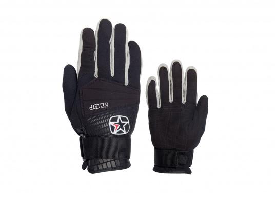 Stärke und Komfort sind zwei Eigenschaften die in diesen Wasserski-Handschuhen vereint wurden. Die Handflächen sind aus weichem und robustenWildleder gefertigt. Das Gurtband mit Klettverschluss sorgt für Flexibilität.
