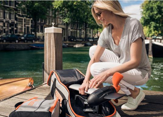 TORQEEDO - Transporttaschenset für Elektro - Außenborder TRAVEL 503/ 603 / 1003 / 1103. Bestehend aus zwei Taschen: Eine Tasche für den Motor (inklusive Pinne und Zubehör) und eine Tasche für den Akku.  (Bild 9 von 9)