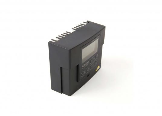 Der FOX-260 Lithium ist ein speziell für LiFe(Y)PO4 Batterien entwickelter Solar-Laderegler für 1 Batteriesystem und Modulströme bis zu 20 A. Anhand der vom Hersteller der Batterie zur Verfügung gestellten Datenblätter werden die Parameter im Regler gesetzt.  (Bild 2 von 7)