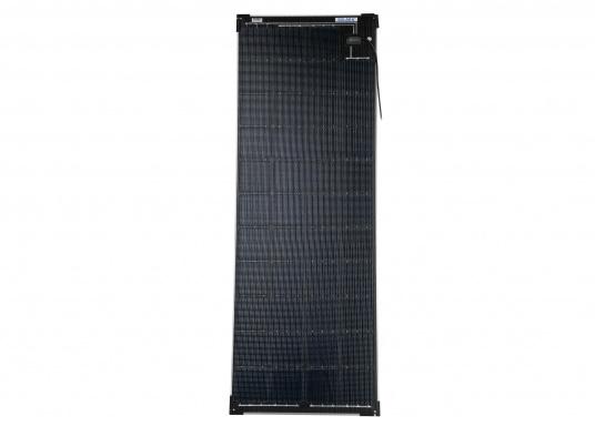Die Solarmodule der Power M-Serie überzeugen durch hohe Effizienz und attraktives Design. Die Höhe des Modul-Aufbaus beträgt lediglich 5 mm. Die Module können bis zu einer Krümmung von maximal 3 % überall montiert werden und sind bei komplettflächiger fester Anbringung begehbar.  (Bild 2 von 8)