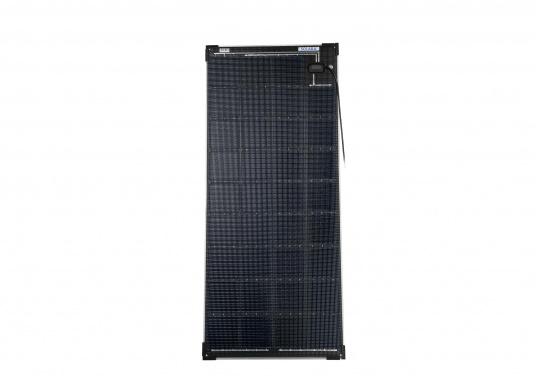 Die Solarmodule der Power M-Serie überzeugen durch hohe Effizienz und attraktives Design. Die Höhe des Modul-Aufbaus beträgt lediglich 5 mm. Die Module können bis zu einer Krümmung von maximal 3 % überall montiert werden und sind bei komplettflächiger fester Anbringung begehbar.  (Bild 3 von 8)