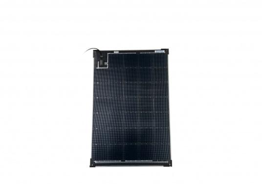 Die Solarmodule der Power M-Serie überzeugen durch hohe Effizienz und attraktives Design. Die Höhe des Modul-Aufbaus beträgt lediglich 5 mm. Die Module können bis zu einer Krümmung von maximal 3 % überall montiert werden und sind bei komplettflächiger fester Anbringung begehbar.  (Bild 4 von 8)