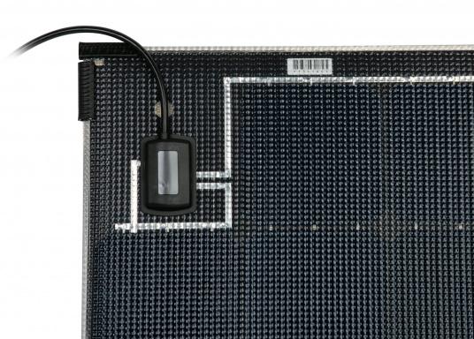 Die Solarmodule der Power M-Serie überzeugen durch hohe Effizienz und attraktives Design. Die Höhe des Modul-Aufbaus beträgt lediglich 5 mm. Die Module können bis zu einer Krümmung von maximal 3 % überall montiert werden und sind bei komplettflächiger fester Anbringung begehbar.  (Bild 5 von 8)
