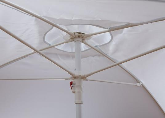 This 1.8 x 1.8 m large sun shade is suitable for almost any vessel. Via the grommets on each corner, it can be easily fixed. Its support is simply placed in the middle of the sun shade and fixed on the bottom. The shade's sides can be tightened, for example, with cleats.