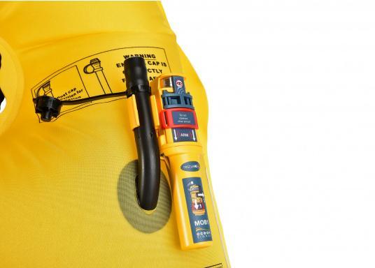 Kleiner, leichter Notsender, der am Mundaufblasventil der Automatik Weste befestigt wird. Das Gerät arbeitet mit AIS und die DSC-Funktion (UKW Funk) wird für Lieferungen nach Deutschland bereits aktiviert. In beiden System löst das Gerät MOB-Alarme aus.   (Bild 2 von 9)