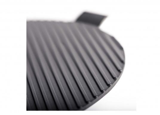 """Der COBB GRIDDLE ist aus bester Aluminium Legierung hergestellt, um die Verteilung der Hitze zu beschleunigen. Beschichtet mit einer """"non stick""""-Oberfläche. (Bild 4 von 7)"""