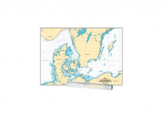 """Die """"Planungskarte Ostsee"""" ist nicht nur für die vorausschauende Urlaubsfahrt mit der Yacht gedacht, sondern ebenso für den Überblick unterwegs. Sie eignet sich aufgrund des Formates außerdem zur übersichtlichen Dokumentation der Seereisen oder für Vorträge über das Revier."""