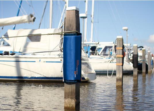 Die neuen seaEQ Dalbenfender (Pfahlfender) schützen ihre Yacht vor Beschädigungen beim Einfahren in die Box und beim Ausfahren aus der Box. Hervorragender Fender für Ihren eigenen Liegeplatz oder Ihren Urlaubsliegeplatz! (Bild 2 von 3)