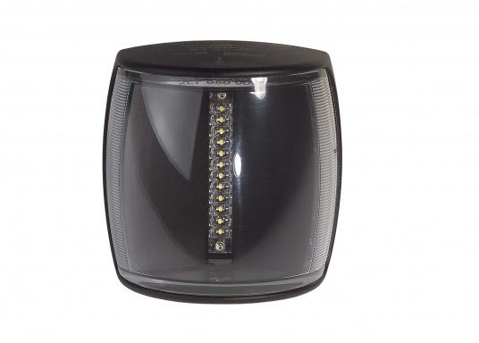 Höchste Sichtbarkeit und Sicherheit! Die NaviLED®PRO Positionslaternen vereinigen Präzisionsoptik und moderne Multivolt TM-Technik. Das Set besteht aus einer Backbord-, Steuerbord- & Hecklaterne.  (Bild 9 von 10)
