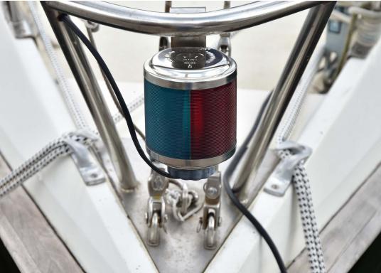 Klassische Laternenserie aus poliertem Edelstahl mit weltweiter Zulassung. In Deutschland zugelassen für Wasserfahrzeuge unter 20 m Länge.  (Bild 2 von 3)
