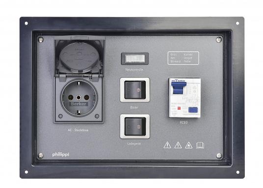 Landanschlusseinheit für Netzstromübernahme 230 Volt / 50 Hz. Netzanschluss innenliegend direkt an den Klemmen des eingebauten FI-Personenschutzschalters, Netzkontrolllampe und Netzschalters.