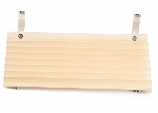 SKYSOL PLEATEDSHADEs sind eine kostengünstige Plisseelösung für kleine Fenster und Bullaugen. SKYSOL PLEATEDSHADEs sind schnell und einfach zu montieren.