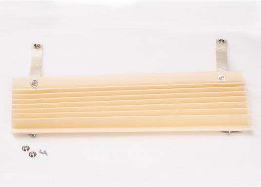 SKYSOL PLEATEDSHADEs sind eine kostengünstige Plisseelösung für kleine Fenster und Bullaugen. SKYSOL PLEATEDSHADEs sind schnell und einfach zu montieren. (Bild 2 von 7)