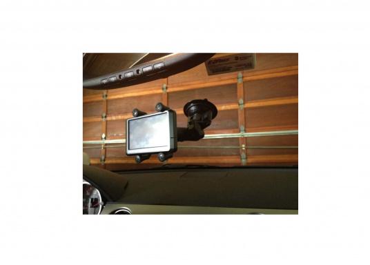 Diese RAM MOUNT X-Grip Saugfusshalterung für Smartphones (RAP-B-166-2-UN7U) besteht aus einer Saugfussbasis mit Drehverschluss einem kurzen Verbindungsarm (ca. 60 mm) und dem X-Grip Universalhalter für Smartphones und kleine elektronische Geräte. (Bild 3 von 5)