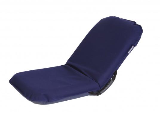 Mobiler Sitzkomfort an Bord, beim Camping, am Strand und im Garten. Der Comfort Seat bietet Sitzkomfort in 6 Positionen: vom aufrechten Sitzen bis zum entspannten Liegen. Erhältlich in Dunkelblau und Blau-Weiß gestreift. (Bild 2 von 7)