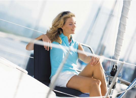 Mobiler Sitzkomfort an Bord, beim Camping, am Strand und im Garten. Der Comfort Seat bietet Sitzkomfort in 6 Positionen: vom aufrechten Sitzen bis zum entspannten Liegen. Erhältlich in Dunkelblau und Blau-Weiß gestreift. (Bild 5 von 7)