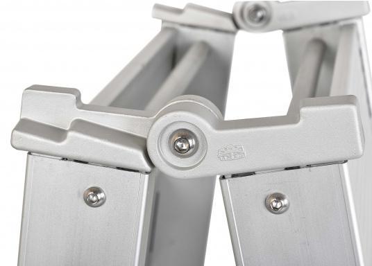 Questa passerella in alluminio non è solo bella, ma anche estremamente innovativa e pratica.  (Immagine 6 di 9)