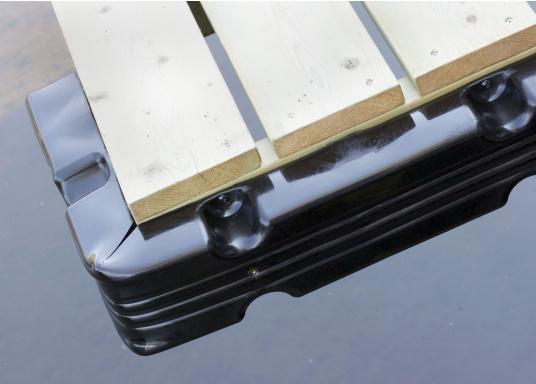 Ideale Fender für Anlege- und Schwimmstege in Schwarz. Gewinkelte Ausführung, für das Abpolstern von Ecken.  (Bild 2 von 4)