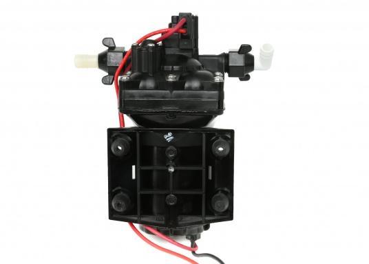 Leistungsfähige Druckwasserpumpe in Marineausführung (Beschläge und Metallteile aus Edelstahl). Diese Pumpe ist trockenlaufsicher sowie trocken-selbstansaugend bis 1,5 m. (Bild 3 von 5)