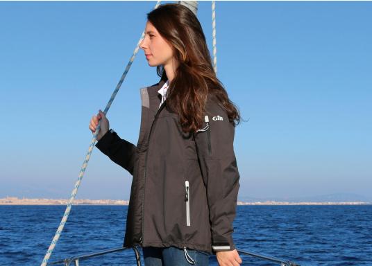 Die Damen Crew Jacke ist der perfekte Allrounder sowohl an Bord wie auch als sportliche Freizeitjacke. Hergestellt aus einem wasserdichten 2-Punkt Material bietet sie gute Atmungsaktivität und Haltbarkeit. (Bild 3 von 3)