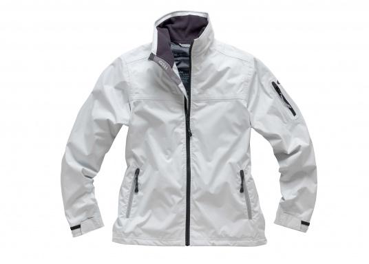 Die Damen Crew Jacke ist der perfekte Allrounder sowohl an Bord wie auch als sportliche Freizeitjacke. Hergestellt aus einem wasserdichten 2-Punkt Material bietet sie gute Atmungsaktivität und Haltbarkeit.