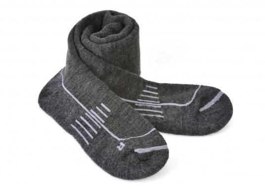 Diese stiefelhohen Strümpfe verbinden gepolsterten Komfort mit dem Feuchtigkeits-Management und der Geruchsunterbindung von dieser Wolle (Merinowolle).  (Bild 4 von 5)