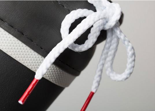 Verbundstiefel aus 100% Naturkautschuk mit hohem Unterstützungsgrad und Komfort. Nicht rutschende Messerschnitt-Sohle macht ihn ideal für die Benutzung an Deck.  (Bild 6 von 8)