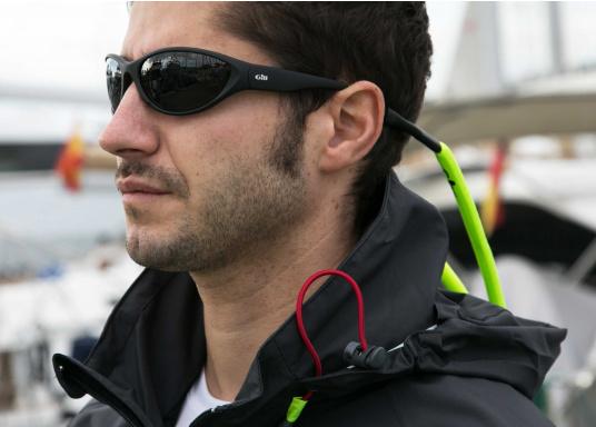 Alle Sonnenbrillen von Gill sind schwimmfähig. Ausgestattet mit integrierten Auftriebkörpern, UV-Schutz und 100% brennfreien, polarisierten Linsen sind sie speziell für die Bedingung auf dem Wasser konstruiert. (Bild 3 von 3)