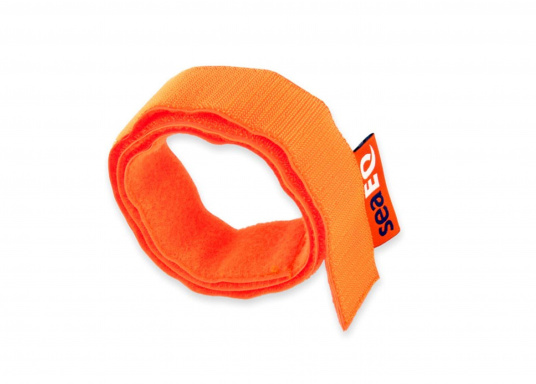 The seaEQ HOOK'n LOOP strap binds and fixes everything that must be put quickly together or firmly held up in time. Can also be used as a sail tie. (Image 2 of 6)