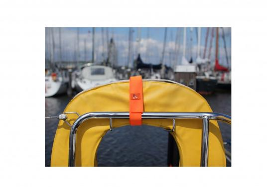 The seaEQ HOOK'n LOOP strap binds and fixes everything that must be put quickly together or firmly held up in time. Can also be used as a sail tie. (Image 3 of 6)