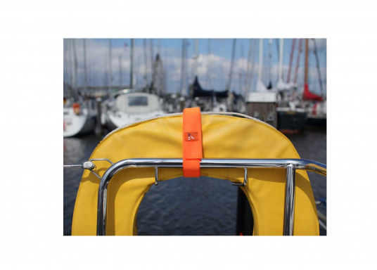 The seaEQ HOOK'n LOOP strap binds and fixes everything that must be put quickly together or firmly held up in time. Can also be used as a sail tie. (Image 4 of 6)