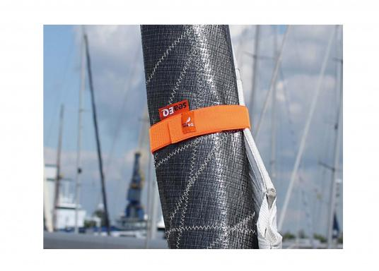 The seaEQ HOOK'n LOOP strap binds and fixes everything that must be put quickly together or firmly held up in time. Can also be used as a sail tie. (Image 5 of 6)