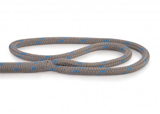 Modernstes Tauwerk-Design gepaart mit traditioneller Seilereitechnik: Das neue DOCK-FLEX! Es spielt seine Stärken in unruhigen Häfen mit starkem Schwell aus. Innovative Doppelgeflecht-Konstruktion aus hochfestem Polyester.  (Bild 2 von 3)