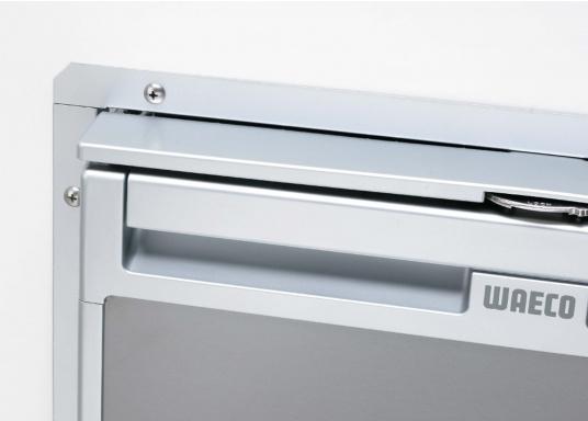 Die neuen 3-in-1 Kühlschränke! Die Kompressorkühlschränke der neuen CoolMatic CRX Serie sind geniale Verwandlungskünstler. Das Gefrierfach lässt sich ganz einfach herausziehen, um Platz zu schaffen für einen größeren Kühlraum.  (Bild 5 von 5)
