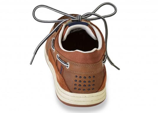 Besonders komfortabler, sportlich anmutender, 3-Ösen Bootsschuh aus seesalzwasserfestem Leder in Kombination mit Canvas-Material.  (Bild 8 von 9)