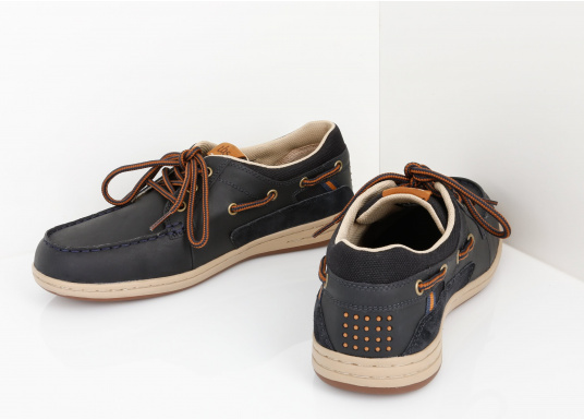 Particularly comfortable, sporty 3-eyelet boat shoe made from sea water resistant leather combined with canvas material. (Image 8 of 10)