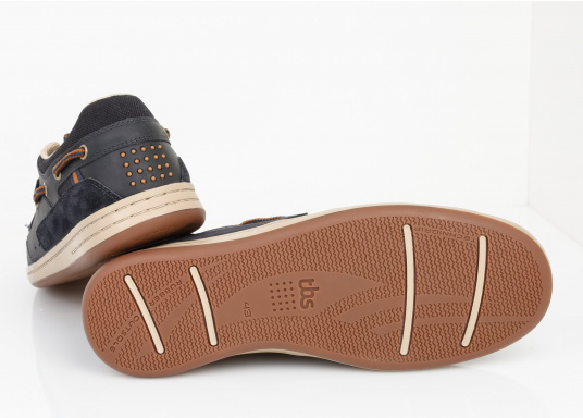 Particularly comfortable, sporty 3-eyelet boat shoe made from sea water resistant leather combined with canvas material. (Image 6 of 10)
