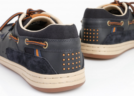 Particularly comfortable, sporty 3-eyelet boat shoe made from sea water resistant leather combined with canvas material. (Image 7 of 10)