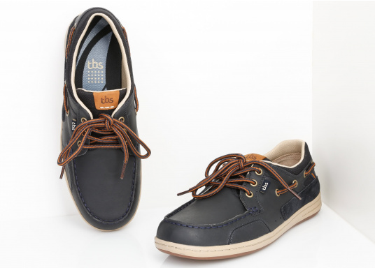 Particularly comfortable, sporty 3-eyelet boat shoe made from sea water resistant leather combined with canvas material. (Image 5 of 10)