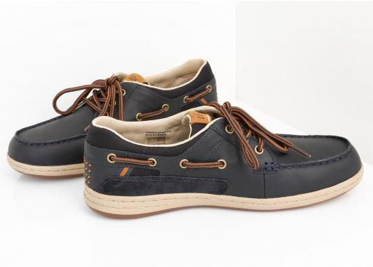 Particularly comfortable, sporty 3-eyelet boat shoe made from sea water resistant leather combined with canvas material. (Image 2 of 10)