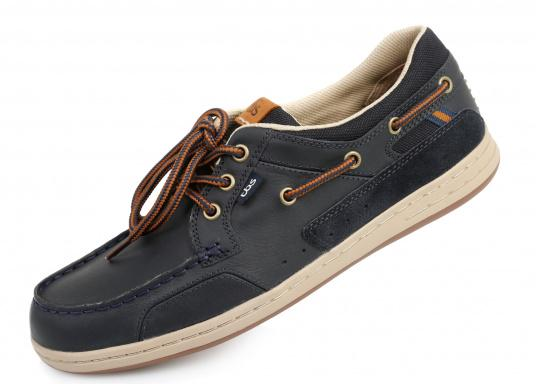 Particularly comfortable, sporty 3-eyelet boat shoe made from sea water resistant leather combined with canvas material.