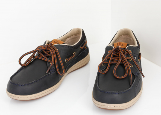 Particularly comfortable, sporty 3-eyelet boat shoe made from sea water resistant leather combined with canvas material. (Image 4 of 10)