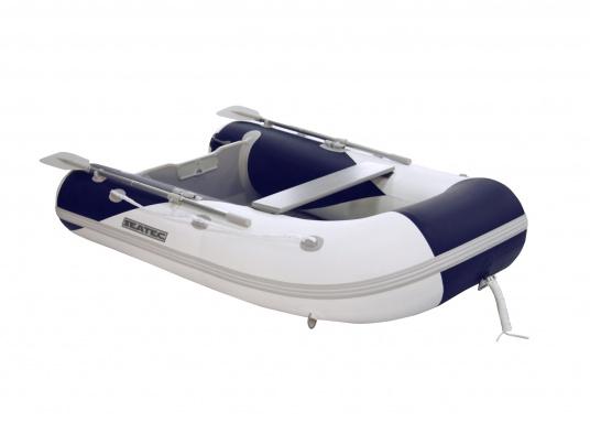 Il gommone YACHTING 250 prodotto da SEATEC non solo è adatto come tender per piccole imbarcazioni ma è anche particolarmente indicato per escursioni in mare e battute di pesca.