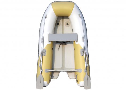 Dasneue SEATEC Schlauchboot AEROTEND 220 vereint alle Vorteile der Lattenbodenboote und Festrumpfschlauchboote in einem: stabiles, festes Unterwasserschiff, sehr gute Fahreigenschaften, geringes Gewicht und hohe Tragkraft.  (Bild 3 von 5)