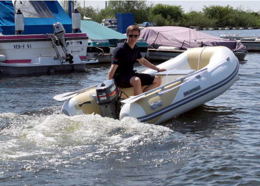 The new SEATEC AEROTEND 260 yacht tender combines all the advantages of slatted bottom boats and rigid inflatable boats in to one: a stable hull, very good handling characteristics, low weight and high load capacity.  (Image 4 of 18)