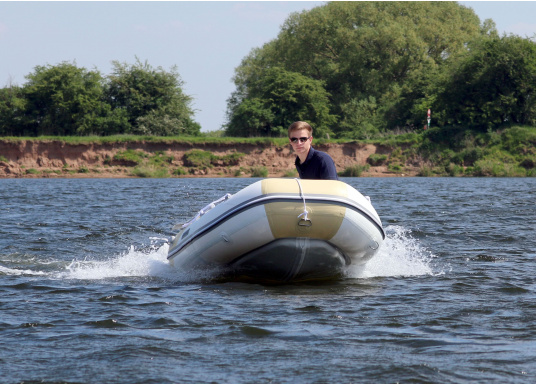 The new SEATEC AEROTEND 260 yacht tender combines all the advantages of slatted bottom boats and rigid inflatable boats in to one: a stable hull, very good handling characteristics, low weight and high load capacity.  (Image 12 of 18)