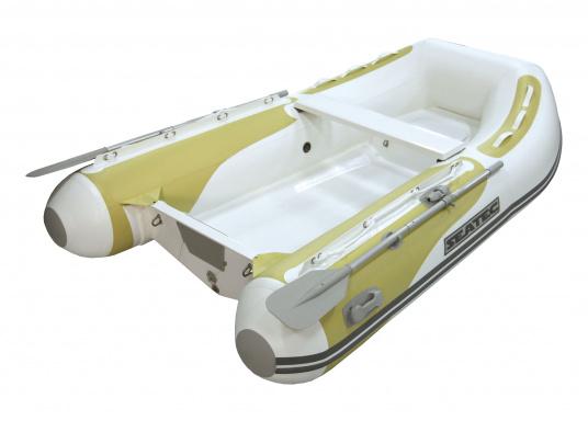 Das Festrumpfschlauchboot ist die perfekte Kombination aus klassischen Schlauchbooten und reinen Festrumpfbooten. Es kombiniert die besten Eigenschaften beider Konstruktionen, ohne die jeweiligen Nachteile zu übernehmen.  (Bild 3 von 6)