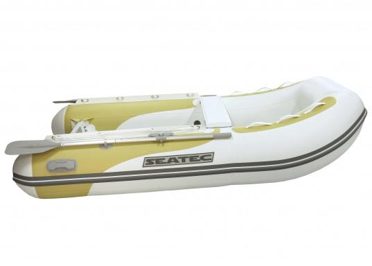 Das Festrumpfschlauchboot ist die perfekte Kombination aus klassischen Schlauchbooten und reinen Festrumpfbooten. Es kombiniert die besten Eigenschaften beider Konstruktionen, ohne die jeweiligen Nachteile zu übernehmen.  (Bild 4 von 6)