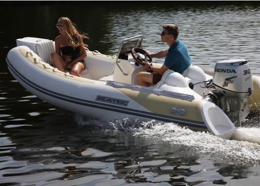 Performance, Sicherheit & Komfort: Das SEATEC GT SPORT 410 ist unser Produkt für alle wahren Wassersportfans. Sei es zum Angeln, Wasserski, zum Touren oder Tauchen - das GT SPORT 410 bietet beste Bedingungen!  (Bild 6 von 19)