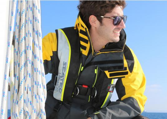 This set consists of 2 SEATEC X-ADVANCED life jackets.